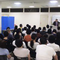 桑岡博士の講話を真剣に聞くKCS会員さまの写真