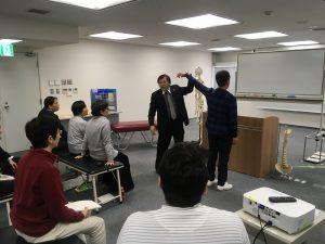桑岡俊文博士のKCSテクニックにより、上がらなかった肩が一瞬で改善された。