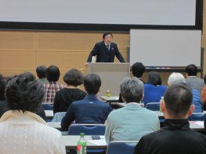 KCSオリジナルの姿勢分析と処方に関する講義をする桑岡俊文会長